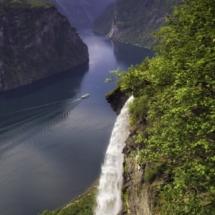 Gjerdefossen-Waterfall-GeirangerPer EideVisitNorway